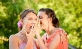 Сплетничание повышает у женщин уровень гормона семейного счастья - ученые