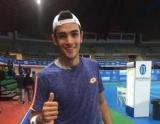 Итальянский теннисист неудачным ударом и крыша стадиона
