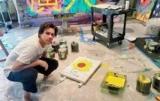 Джим Керри открыл выставку своих картин
