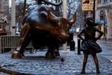 Безстрашний статуя фірма Дівчину в рівну оплату поспіль