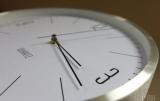 В Украине перевели часы на зимнее время
